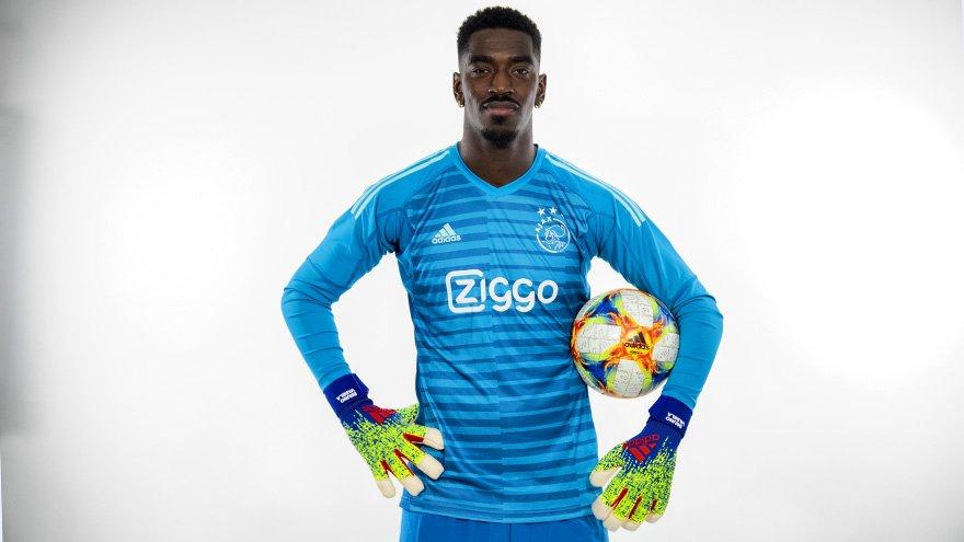 050a6727b23 Al snel na afloop van Ajax – sc Heerenveen (4-4) vorige week schreef De  Telegraaf dat Ajax op zoek zou gaan naar een nieuwe tweede doelman: het  laatste ...